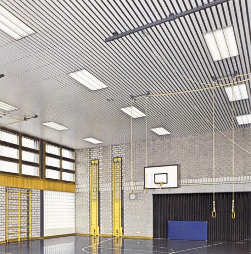 Реечный потолок в спортивном зале