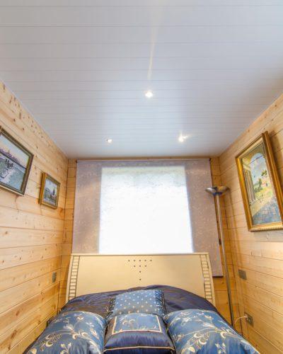 Реечный потолок в маленькой спальне. USA Ceiling Group.