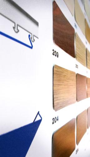 На стенде демонстрируются реальные материалы и представлена вся цветовая гамма потолков.