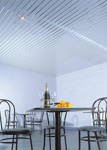 Голубой реечный потолок в кафе. USA Ceiling Group