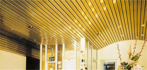 Реечный потолок в торговом центре. USA Ceiling Group