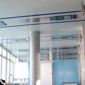 Реечный потолок в спа-зоне белый. USA Ceiling Group.