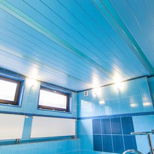 Реечный потолок в спа-зоне голубой. USA Ceiling Group.