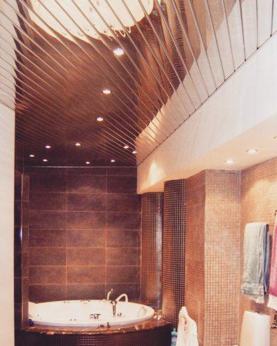 Зеркальный потолок в ванной. USA Ceiling Group.